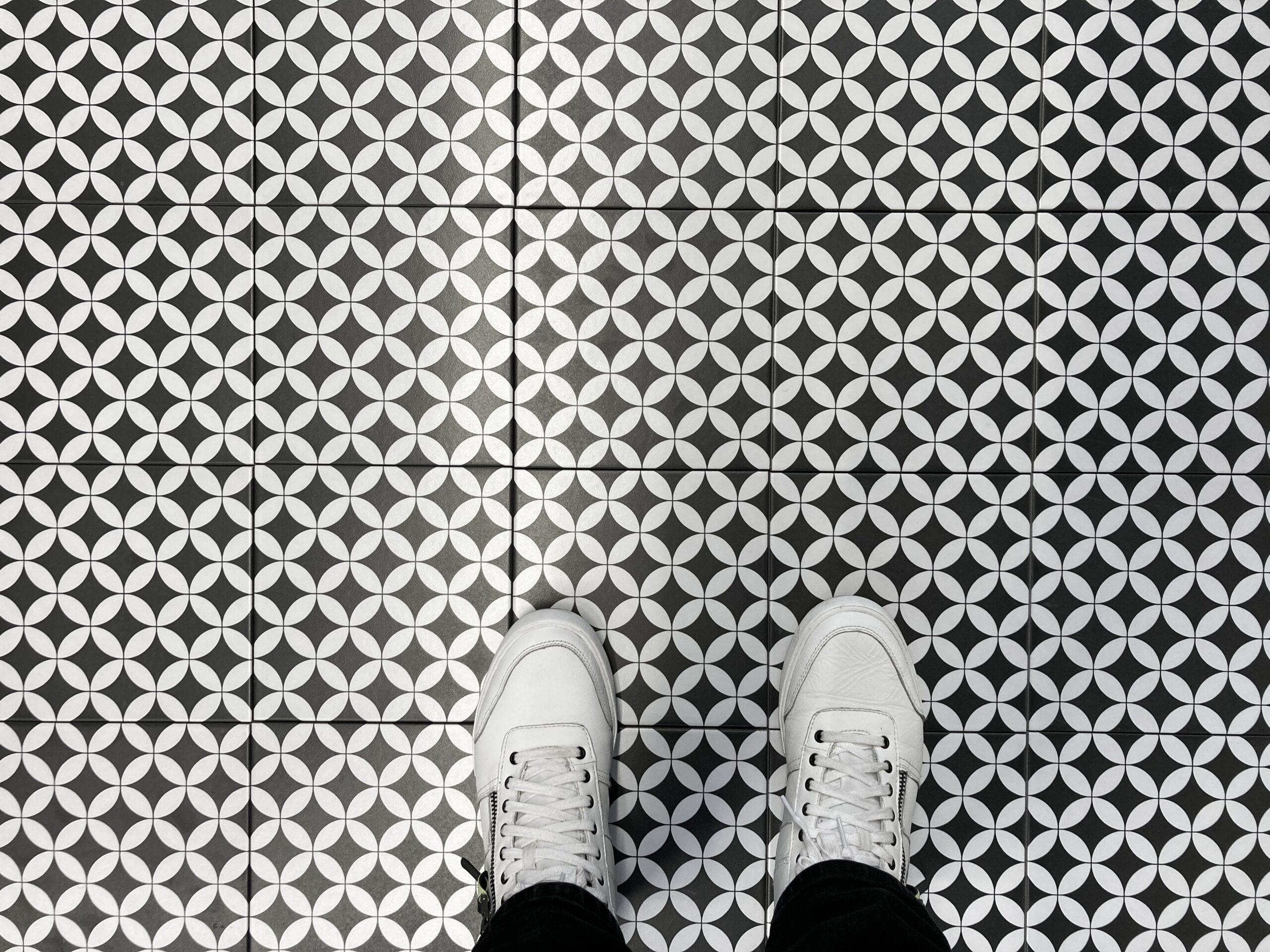 płytki patchwork czarno białe koła
